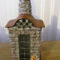 Dekora pudele mājas formā ar logu
