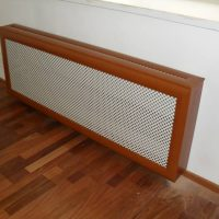 Mesh screen with a wooden casing on the heating battery