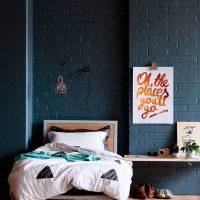 Festett tégla a hálószobában