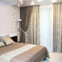 Conception d'une chambre avec des rideaux colorés