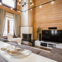 Conception d'une cuisine-salon dans une maison en bois