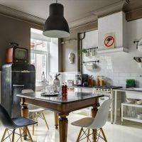 Réfrigérateur rétro dans une cuisine moderne