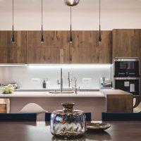 Cuisine minimaliste aux façades en bois