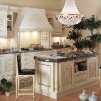 Meubles de cuisine avec des sculptures en bois naturel