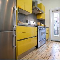 Couleur jaune à l'intérieur de la cuisine