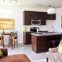 Disposition d'une cuisine-salon carré