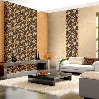 Дизайн на модерен хол с цветни тапети