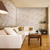 Дизайн на хол с пастелни тапети