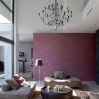 Обикновен тапет в хола с панорамен прозорец