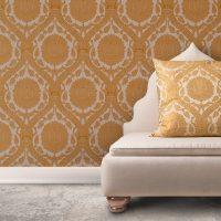 Комбинацията от орнамент за тапет с текстил за възглавници