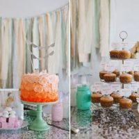 Gâteau de roses sur la table de fête