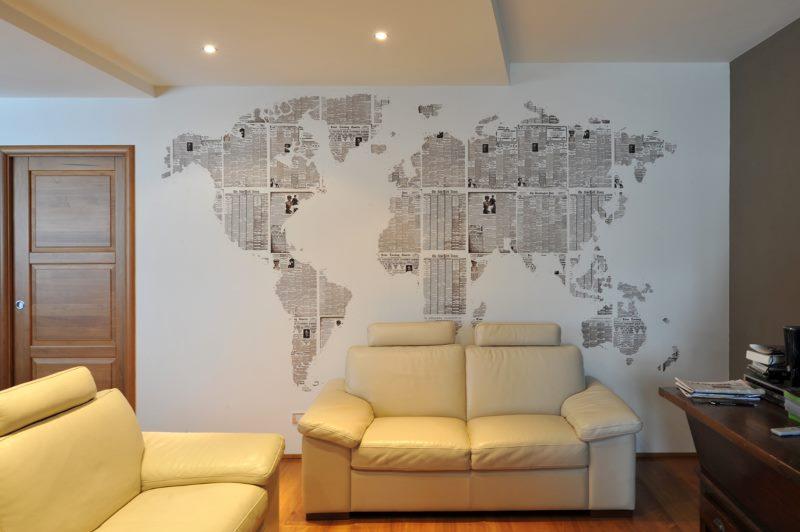 Istabas sienas rotāšana ar vecām avīzēm