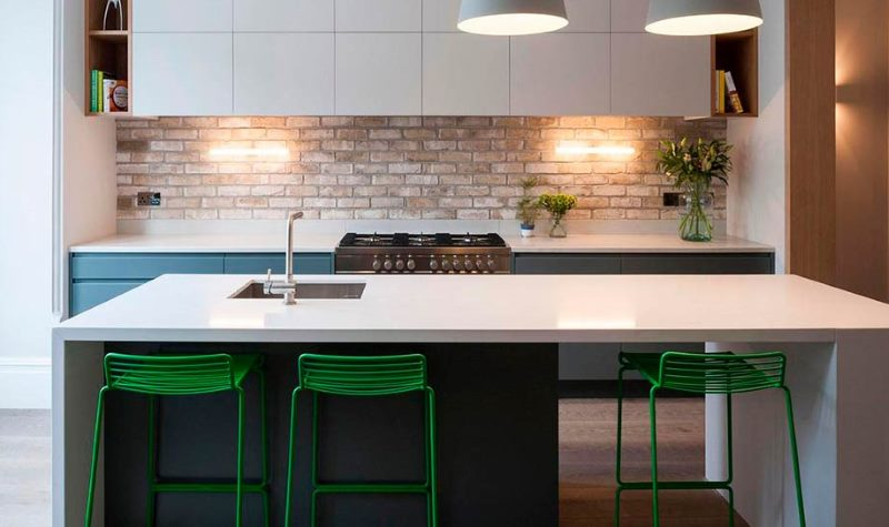 Tablier de brique dans une belle cuisine