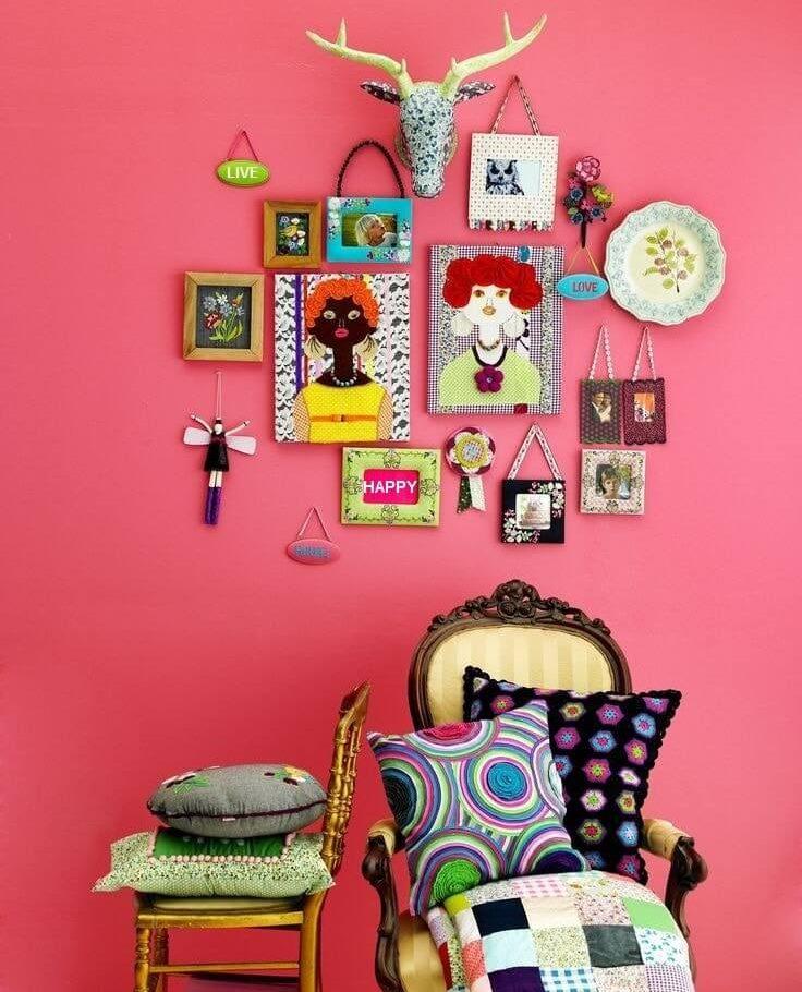 DIY rozā sienas dekors