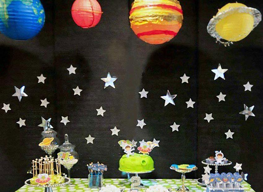 Paysage étoilé pour décorer la chambre d'un enfant