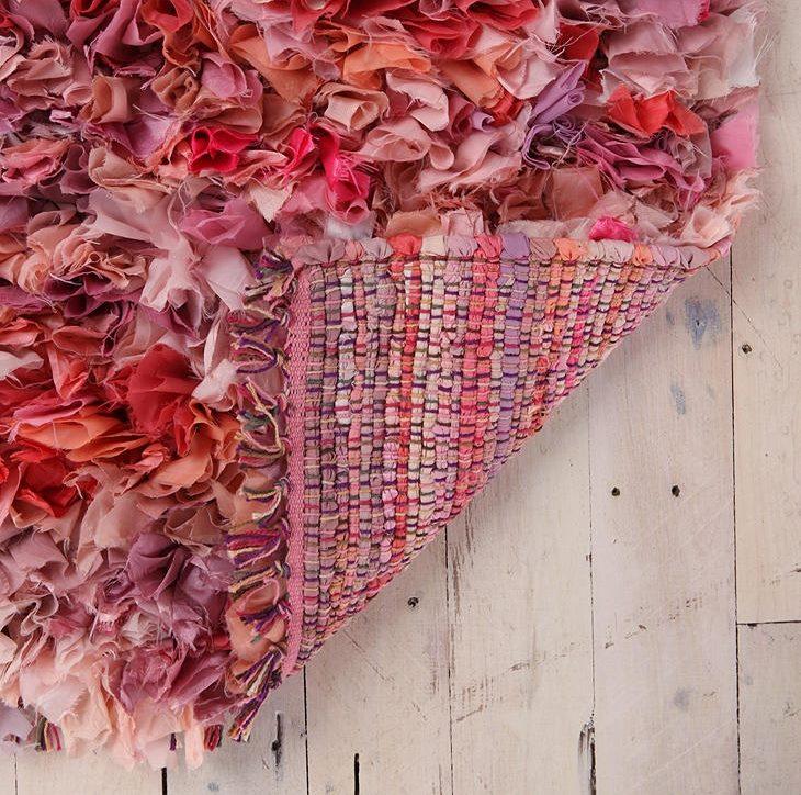 Dariet to pats - skaists, spilgts paklājs no auduma gabaliem