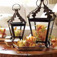 Rotā sveces ar rudens lapām
