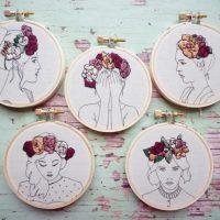 Dekoratīvi medaljoni ar meiteņu portretiem