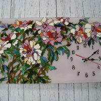 Oriģināls pulkstenis ar krāsainu mozaīku