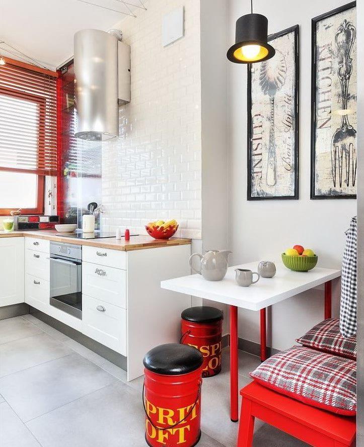 Couleur rouge à l'intérieur d'une cuisine moderne