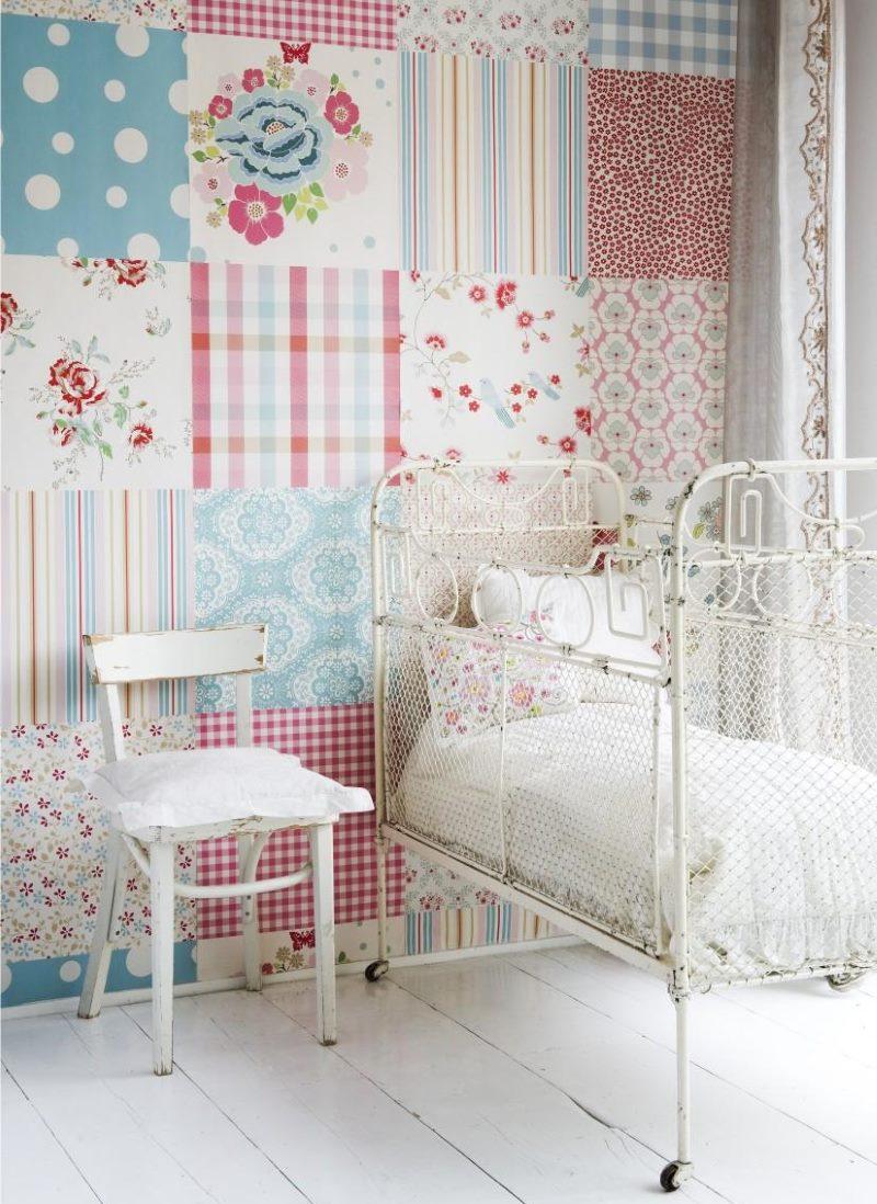 Детска стая с тапет в стил пачуърк