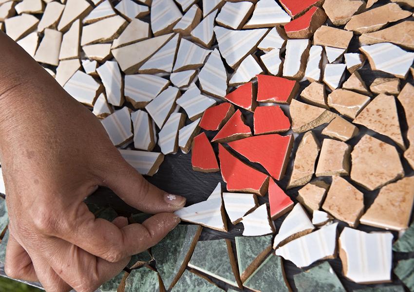 Sadruptu keramikas flīžu mozaīka, kas jādara pašiem