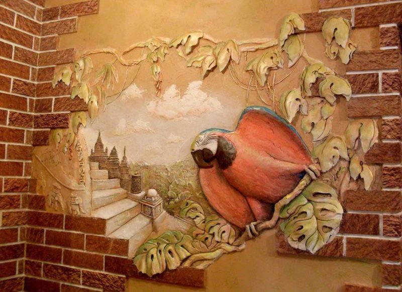 Tilpuma attēls ar papagaili uz priekšnama sienas