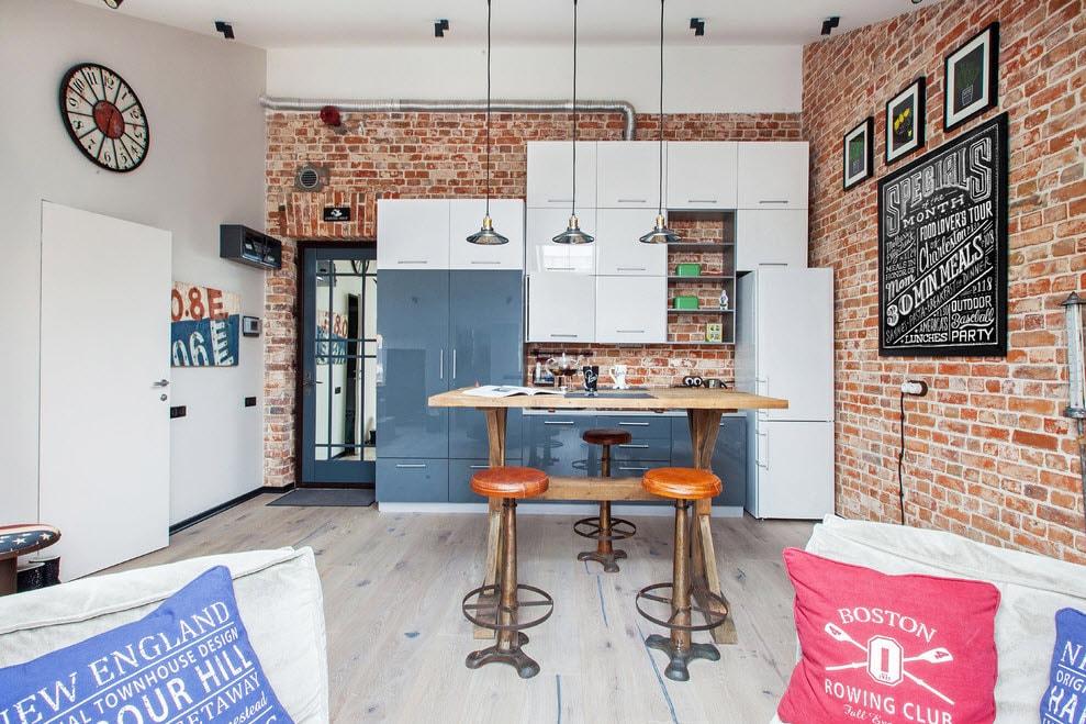 Mur de briques à l'intérieur d'une belle cuisine