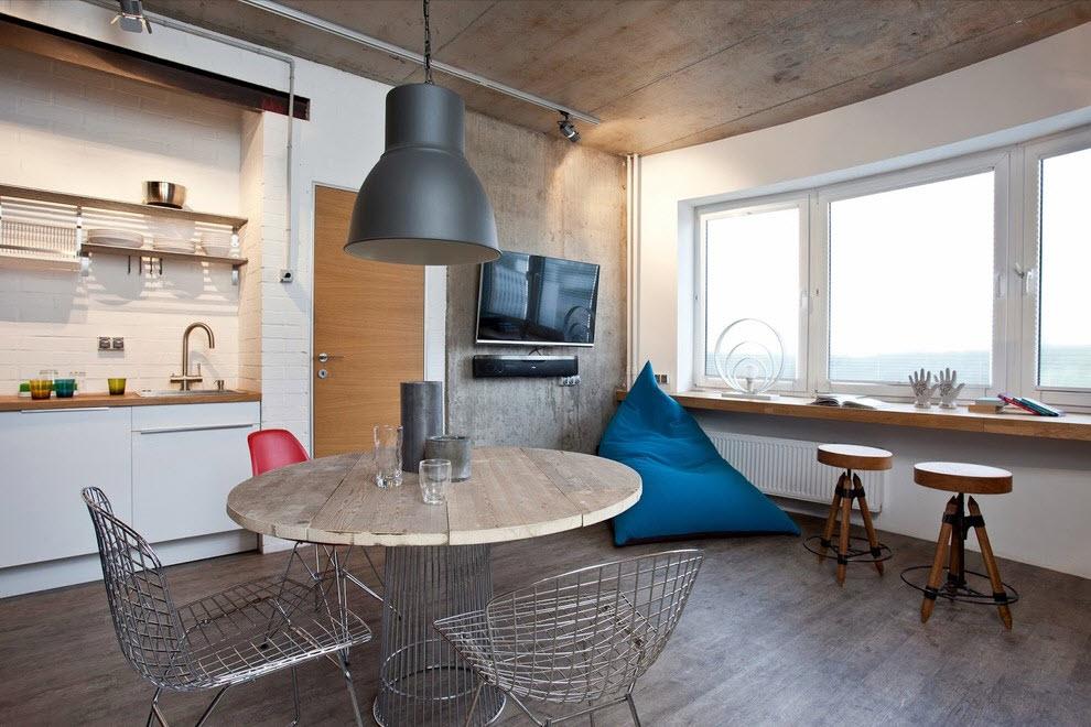 Chaises de style loft dans la cuisine