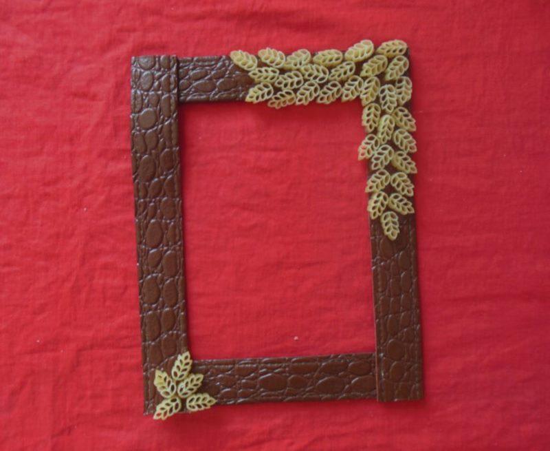 DIY foto rāmis no jostas ar makaronu dekoru