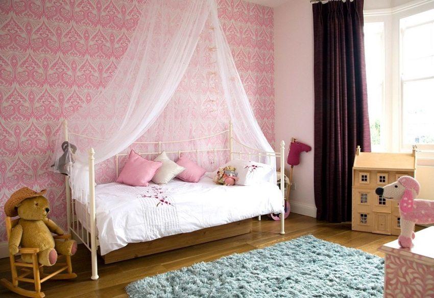 Розов тапет в стаята за бебето