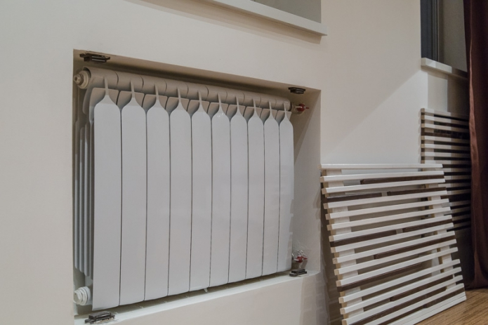 Decorating a radiator with a removable screen