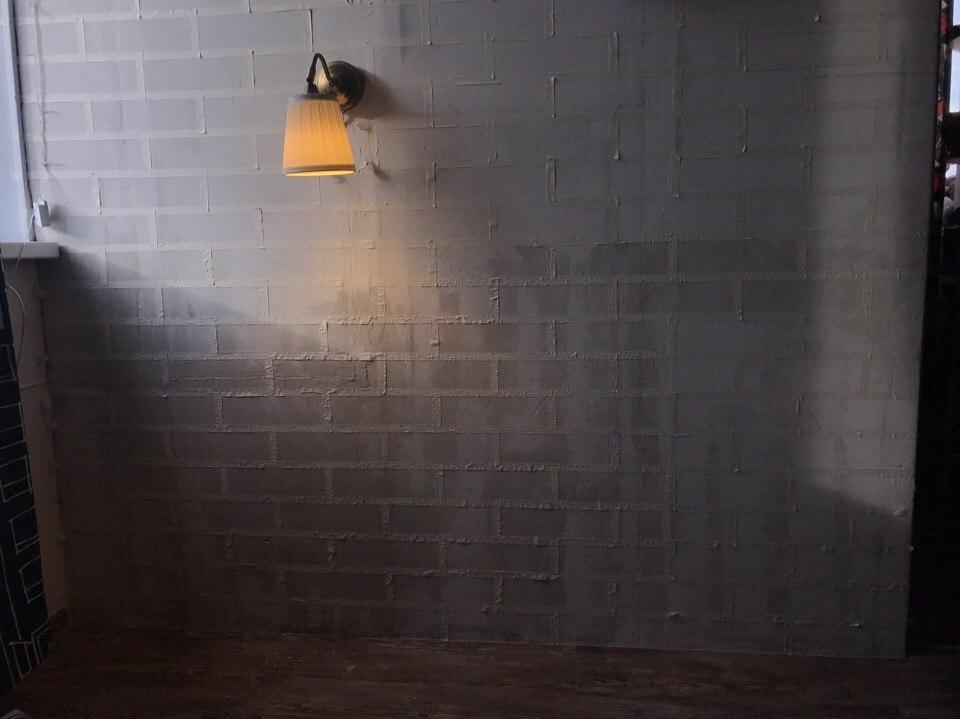 Papír maszkoló szalag a beton falon