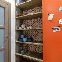 Armoire avec étagères pour les ustensiles de cuisine