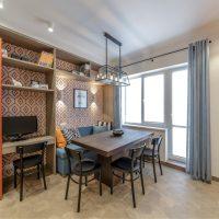 Conception de la salle à manger avec une table en bois.