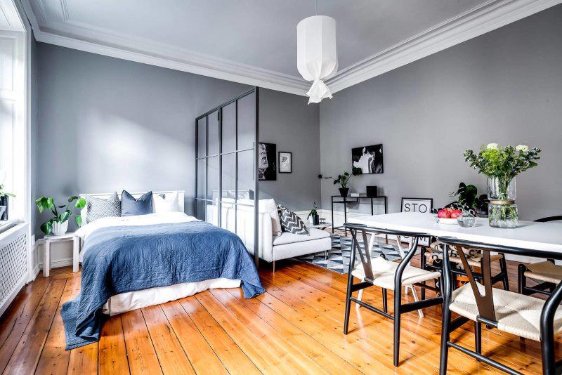 Interijer spavaće sobe seoske kuće u skandinavskom stilu