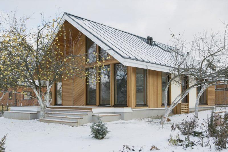 Okvirna kuća u skandinavskom stilu s panoramskim prozorima
