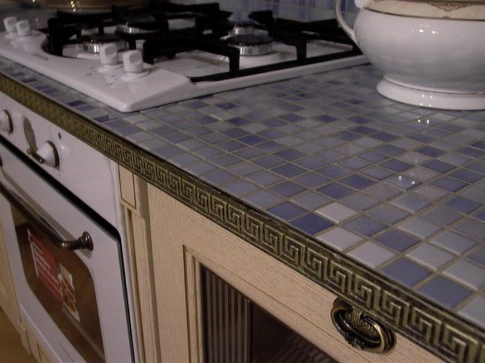 Видове кухненски плотове от мозайки.