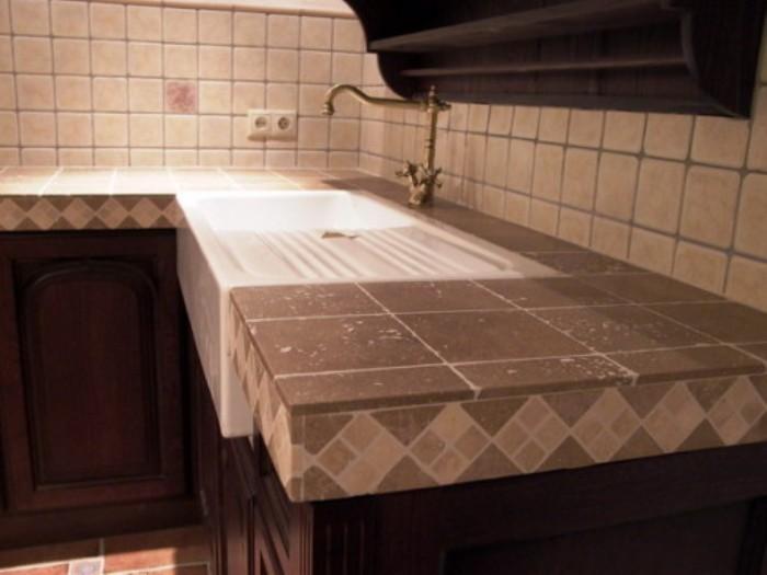 Характеристики на кухненски плот, изработен от камък.