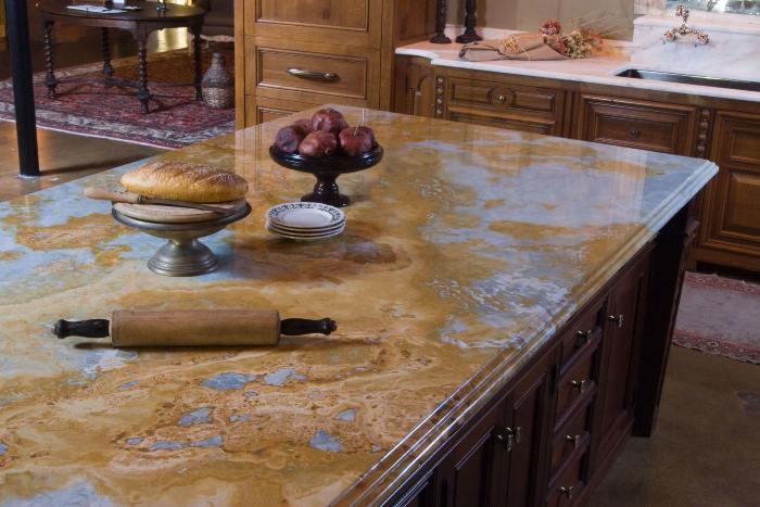 Порцеланови плотове в кухнята.