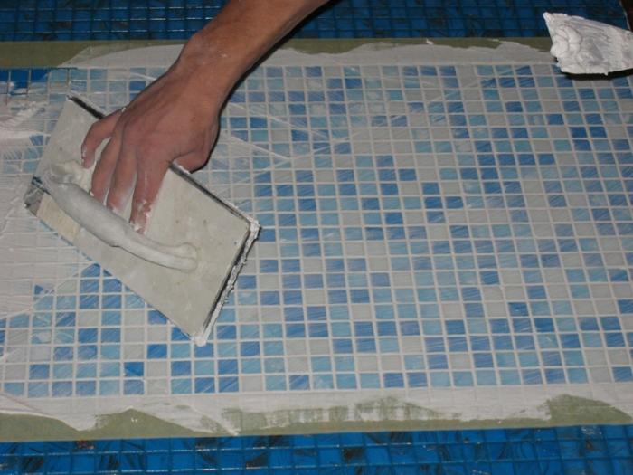 Почистване на лепило за плочки