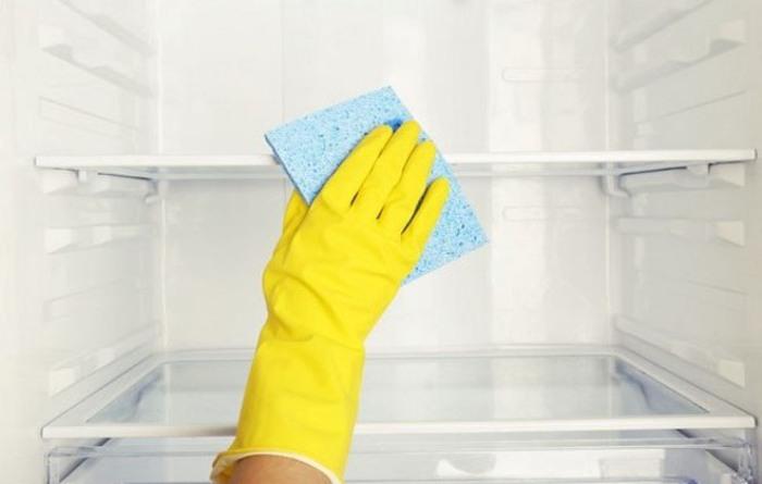Le réfrigérateur doit être lavé plusieurs fois par mois.