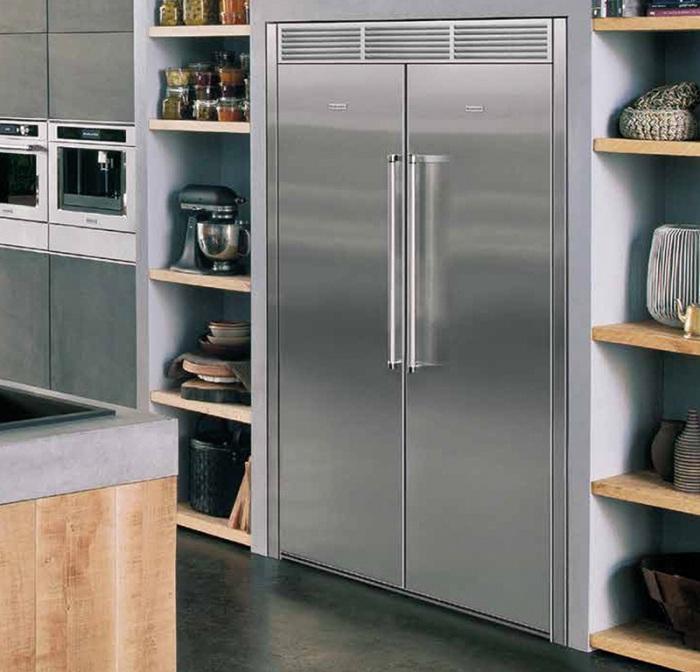 Réfrigérateur intégré à deux chambres.