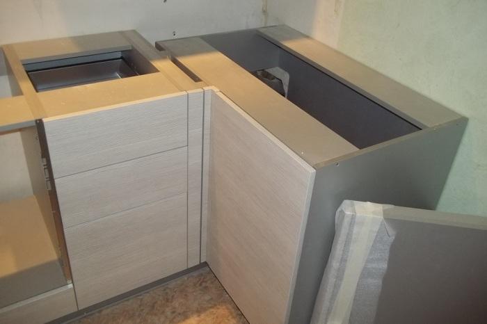 Virtuves izlietnes montāža.