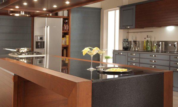 comptoir de bar dans une cuisine moderne