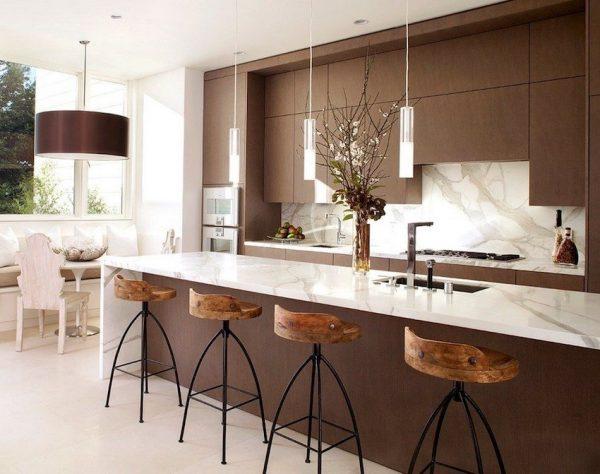 Le comptoir de bar peut être installé dans la cuisine
