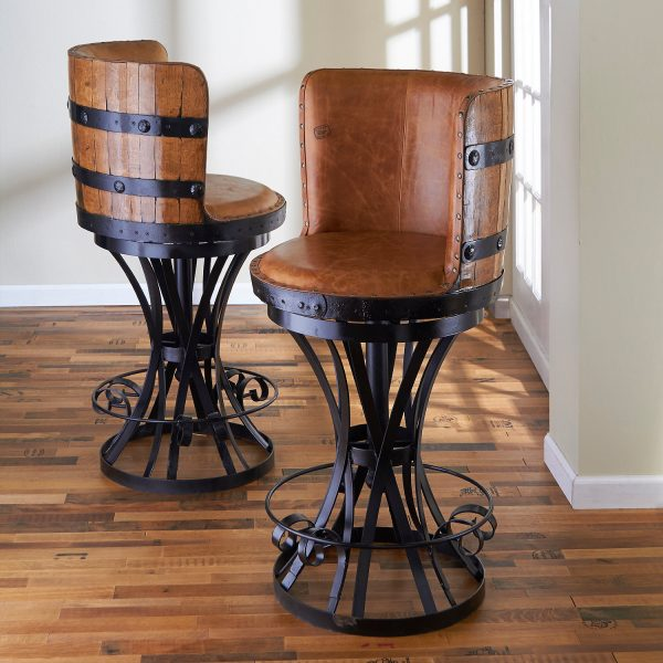Dans les chaises aux pieds inhabituels, vous ne pouvez pas craindre pour la stabilité - c'est la première chose à prendre en compte lors de leur création.