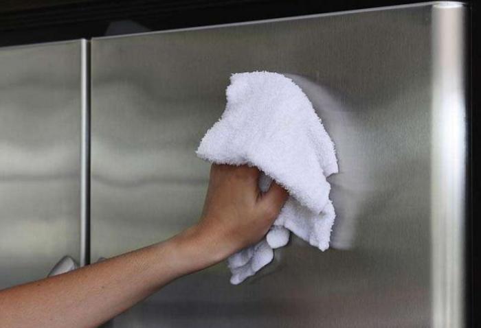 Čišćenje hladnjaka izvana.