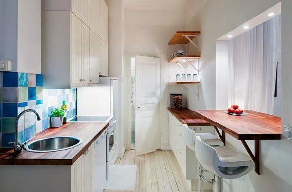 Bar en bois dans une petite cuisine