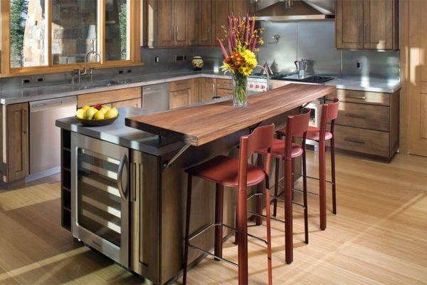 Idéal pour une petite cuisine. Le niveau supérieur est le rack et le bas est la table à manger.